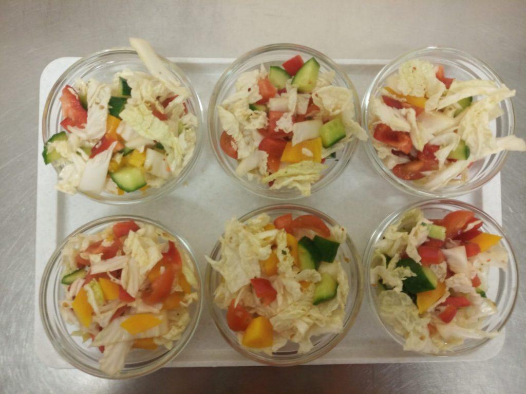 Salát z míchané zeleniny