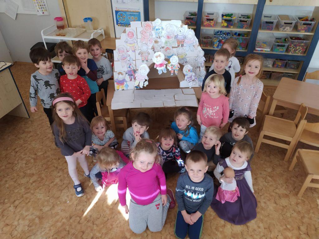 Děti vyráběly ledové iglú pro Eskymáky.