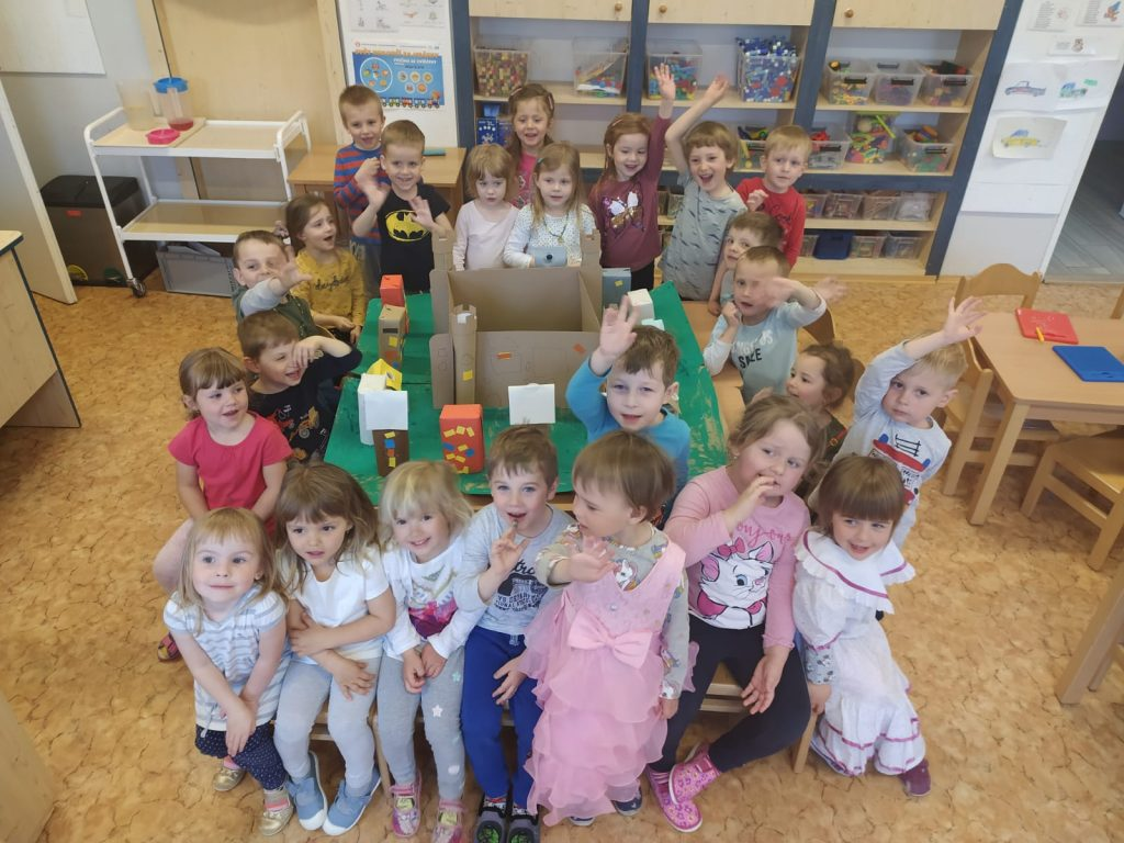 Děti postavily město i zámek.